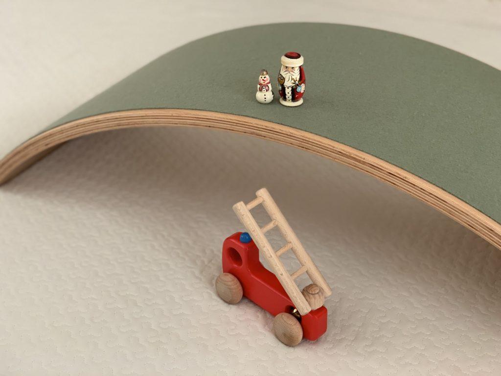 ウォーベルにフェルトがあって良いことのひとつはフィギアが乗せやすいです。