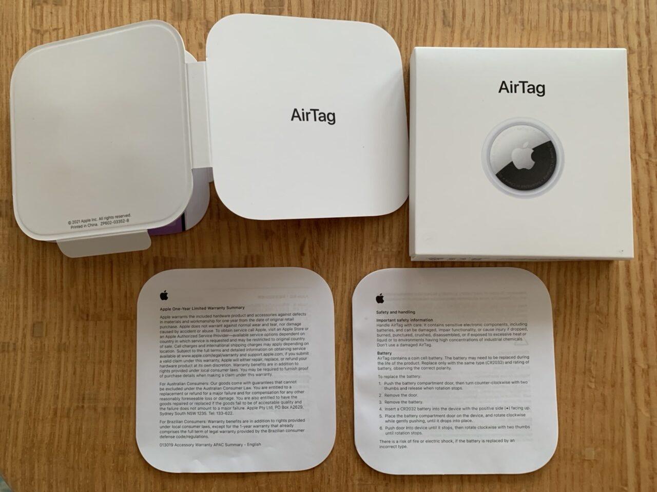 Airtagを開封して中に入っていたものの一覧を紹介している画像